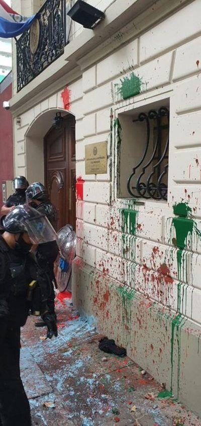 Atacan la Embajada paraguaya en Buenos Aires