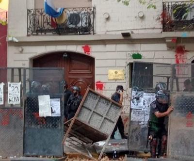 """Gobierno repudia """"enérgicamente"""" nuevo ataque a embajadada paraguaya en Argentina"""