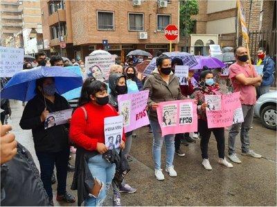 Manifestaciones en Argentina frente a seis consulados paraguayos