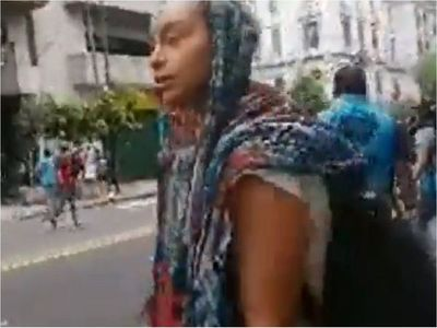 Prófuga por daños al Panteón graba momento de su detención en Argentina