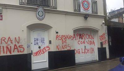 Protesta por niñas de Yby Yaú termina con destrozos en embajada paraguaya en Buenos Aires