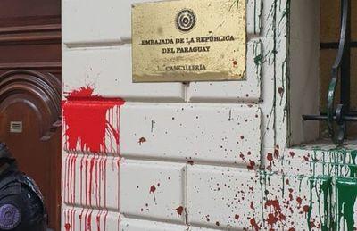 Caen prófugas por ataque  a Embajada