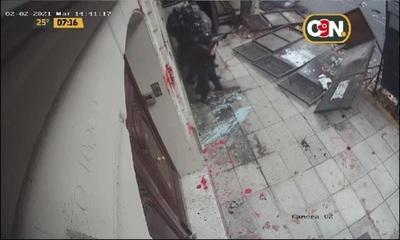 Atacan sede de la Embajada Paraguaya en Buenos Aires