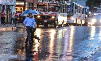 Precipitaciones y tormentas eléctricas persistirán hasta mañana