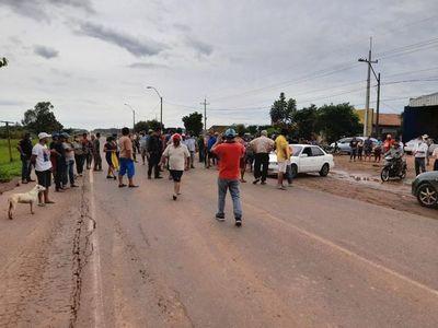 Afectados por inundaciones cierran Ruta PY02