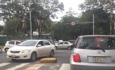 """HOY / Semáforos se encuentran """"fuera de servicio"""" en distintos cruces de Asunción"""