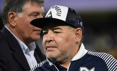 HOY / Entorno de Maradona le suministraba alcohol y marihuana, según nuevos audios