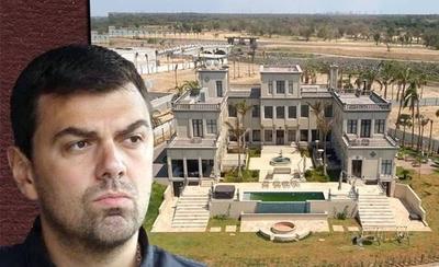 HOY / La mansión de Trovato, ¿imitación del Palacio de López?: Los escándalos del exdirigente