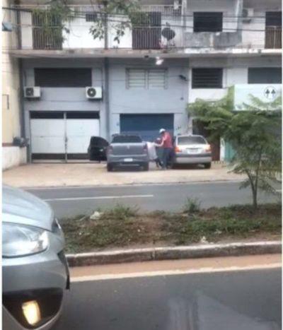 """(VIDEO) Intentaron raptar a yiyi: """"Me querían llevar en contra de mi voluntad a su auto"""""""
