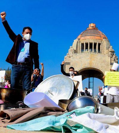 Restaurantes de Ciudad de México piden con cacerolazos poder abrir más horas