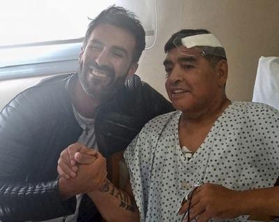 Maradona consumía porros y vino con pastillas, según su médico
