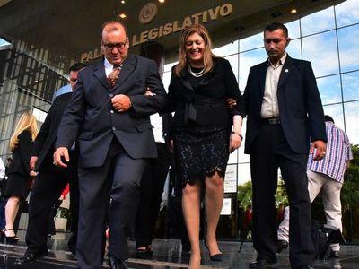 Con fuerte repudio, sociedad civil exige renuncia de fiscala general