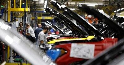 La Nación / EEUU: escasez de microchips afecta a industria automotriz
