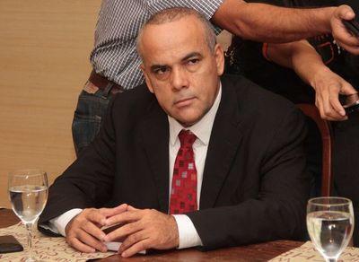 Diputado denuncia persecución de un periodista y el diario Abc