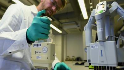 CureVac y Reino Unido desarrollarán futuras vacunas contra covid