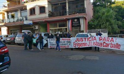 Familiares de abogado asesinado piden justicia frente a la Fiscalía – Diario TNPRESS