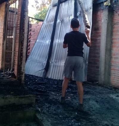 En Ypané, una familia perdió su casa por un incendio y apelan a la solidaridad ciudadana