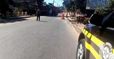 La Nación / Caminera acompaña puntos conflictivos de obras en rutas destrozadas