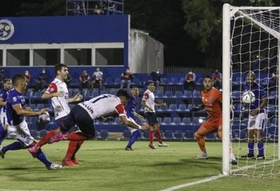 Cerro Porteño sufre al inicio, pero termina gozando