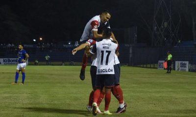 Cerro Porteño supera a Sol de América en un complicado duelo