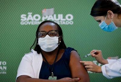 Insumos chinos para producir vacunas contra el Covid-19 llegan a Brasil
