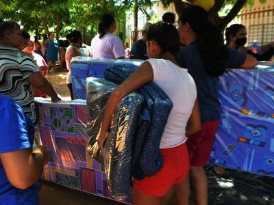 Damnificados por las lluvias en Caacupé reciben ayuda