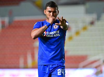 Juan Escobar vuelve a convertir para Cruz Azul