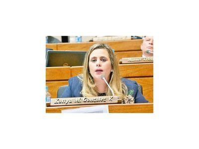Fiscala pide desestimar caso de diputada Kattya González
