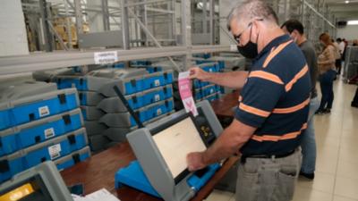 Verifican y testean 3.000 máquinas de votación con miras a Elecciones Internas