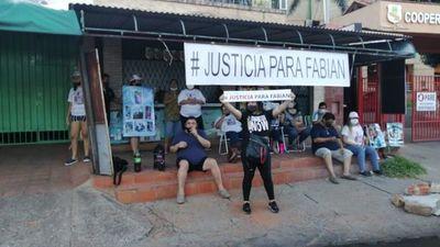 Familiares de joven asesinado piden justicia tras liberación de presunta cómplice