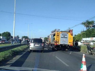 Accidente fatal y tránsito paralizado en la Ruta PY03