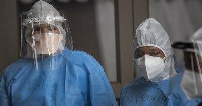"""La Nación / Vacuna de AstraZeneca tiene """"eficacia limitada"""" ante variante sudafricana"""