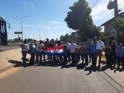 Vecinos de MRA y Limpio hacen un simbólico cierre de ruta