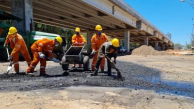 Iniciaron los trabajos de asfalto de las rotondas de la avenida Primer Presidente