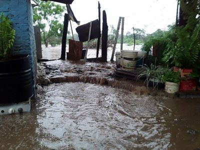 Vecinos exigen construcción de muro ante inundaciones