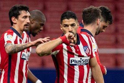 Luis Suárez brilla, pero el Atlético Madrid se frena