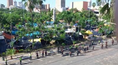 El Frente Guasu se opone a enrejar la plaza de armas, comuna arguye ahorro millonario