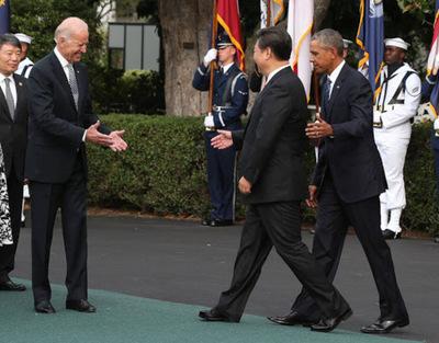 Arrestan a científico cercano a Biden por espionaje a favor de China