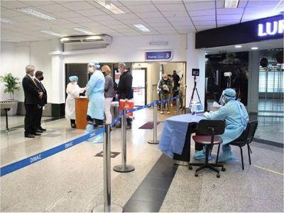 Hay menos vuelos por los protocolos sanitarios en otros países, afirman