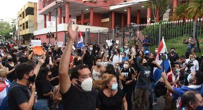 Manifestantes de #KoagaReikuaata se autoconvocan de nuevo esta tarde