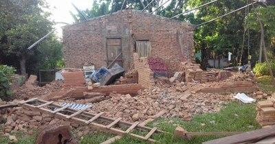 La Nación / Familia perdió su casa durante temporal y necesita ayuda para reconstruirla