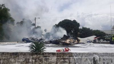 Cae avioneta en el predio de la Fuerza Aérea Paraguaya: hablan de unos seis fallecidos