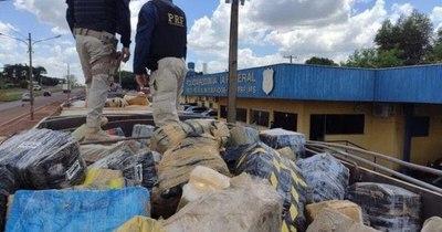 La Nación / Incautan casi 30 toneladas de marihuana made in Paraguay cerca de la frontera