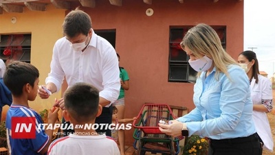 ENTREGA KITS DE SALUD BUCODENTAL A NIÑOS VULNERABLES DE ITAPÚA