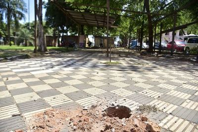 Municipalidad presentaría denuncia por ocupación de vía pública, según asesor jurídico