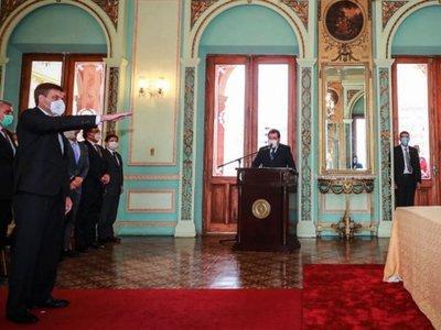 Brunetti juró como ministro y pidió  publicar  cosas buenas del Gobierno