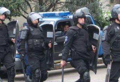 Suspenden a 400 policías argentinos que se sublevaron en reclamo de salario