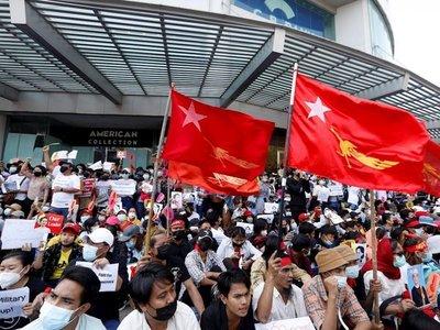 Siguen las protestas en las ciudades de Birmania