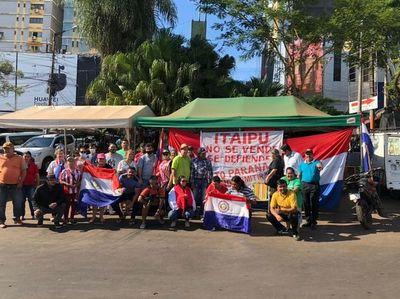 Esteños protestan contra designación de González en Itaipú