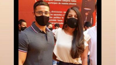 """HOY / """"El Rasta"""" apoya candidatura a concejal de su novia: """"No defraudarás mi amor"""""""